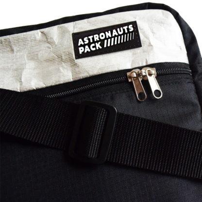 Chigs Messenger Bag - Abschließbare Reißverschlüsse am Haupt- und Frontfach