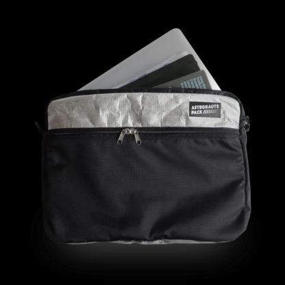Chigs Messenger Bag